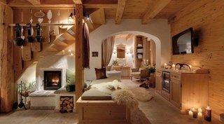 Interior casa mica amenajat in note rustice