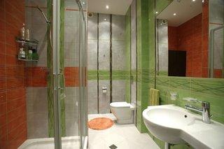 Caramiziu combinat cu verde in baie