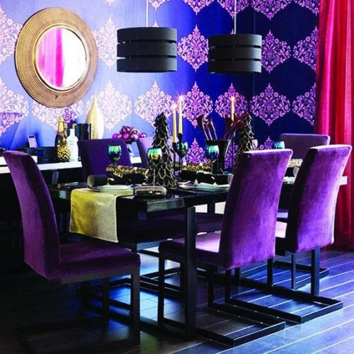 Dinning cu masa neagra si scaune mov