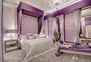 Pat pe mijloc gri cu tablie inalta tapitata violet pal