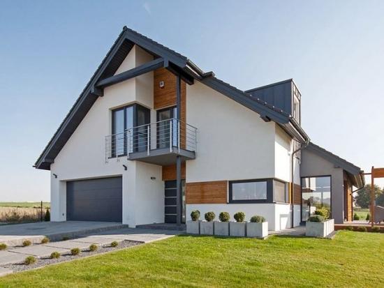 Casa moderna cu fatada cu elemente din lemn