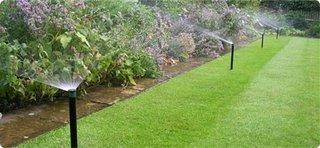 Sistem de irigare a unei gradini cu gazon