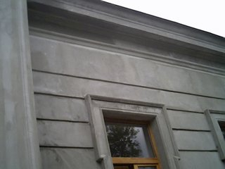 Ornament exterior aplicat in jurul ferestrelor