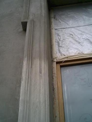 Vedere de detaliu ornament exterior fereastra