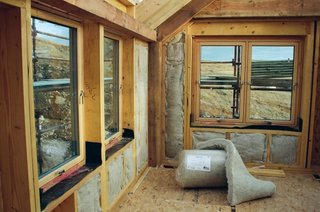 Casa izolata pe interior cu lana de oaie