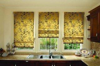 Jaluzele romane galbene cu imprimeu floral