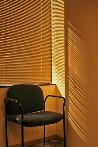 Jaluzelele orizontale - decor vesnic la moda pentru ferestre