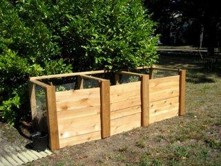 Compostor din lemn cu trei recipiente