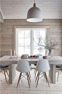 Dining modern cu pereti placati cu parchet