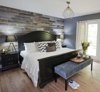 Dormitor modern cu perete cu parchet laminat gri