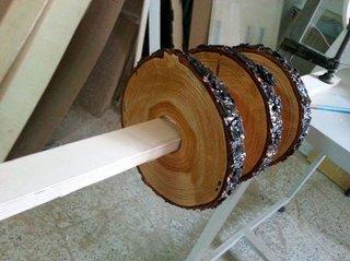 5. Se lacuieste lemnul in mai multe straturi