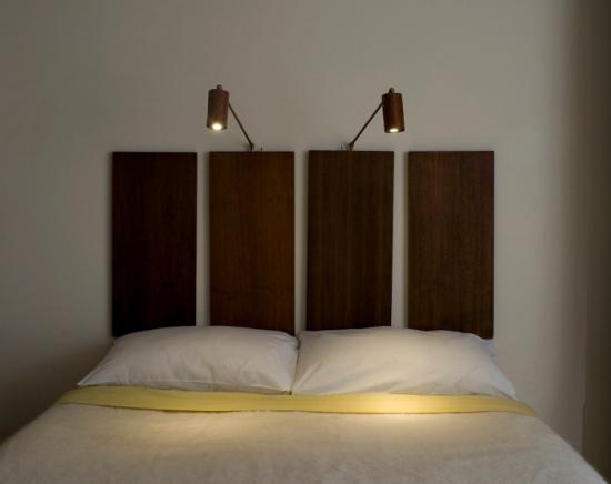 Veioze dormitor lemn montate pe perete