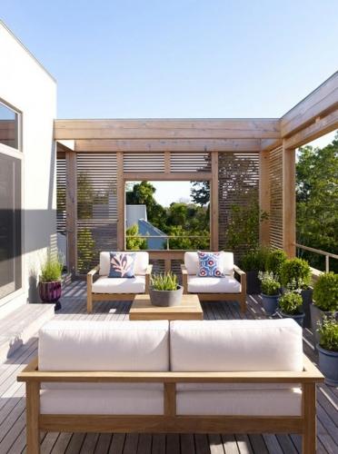 Design de terasa moderna cu pergola din lemn