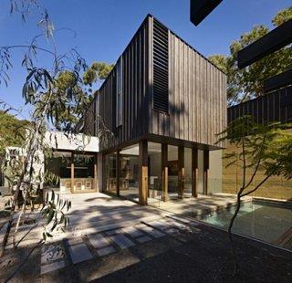 Fatada casa moderna placata cu wpc