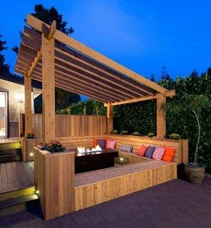 Terasa moderna cu bancute din lemn in forma de U