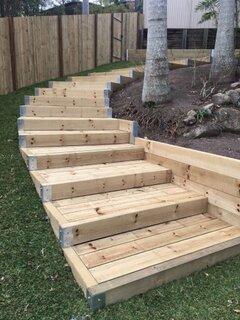 Trepte din lemn pentru gradina
