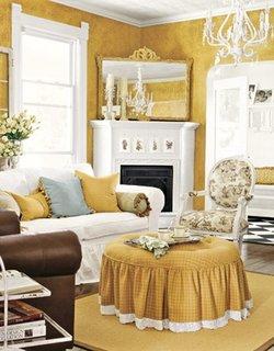 Living cu decor alb auriu