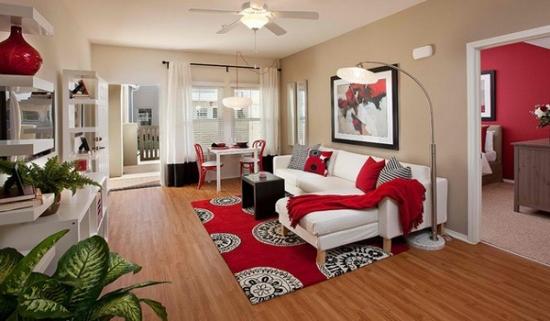 Sufragerie de apartament cu mobila si canapea alba