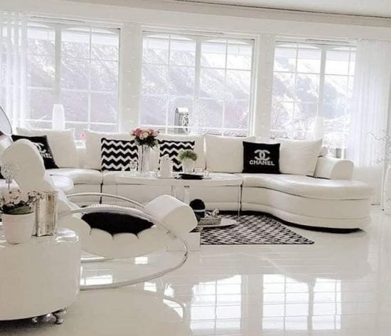 Livinguri in alb si negru - idei moderne si contemporane de amenajare