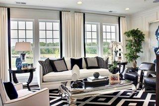 Living elegant cu canapea si fotolii albe