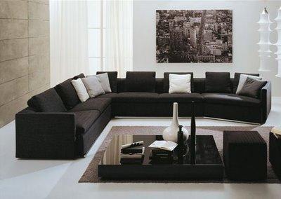 Zugraviti peretii in culori neutre pentru a accentua frumusetea mobilei negre