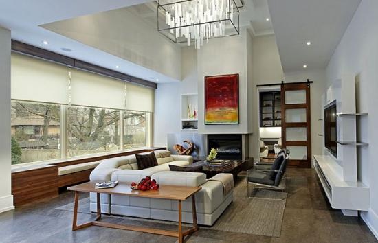 Living minimalist cu tavan inalt