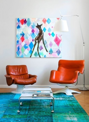 Living in stil  retro cu fotolii rotative din piele portocalie