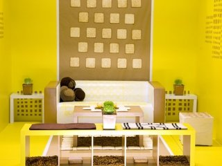 Living cu design modern de culoare galbena