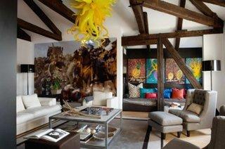 Candelabru galben aprins pentru living modern