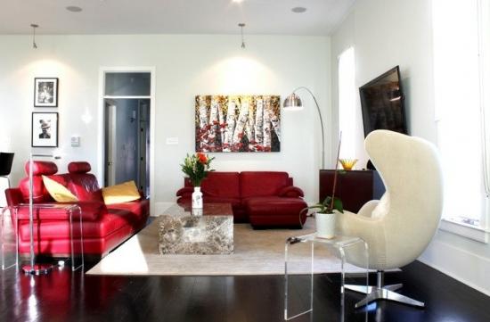 Mobilier modern asortat cu canapele rosii de piele pentru living