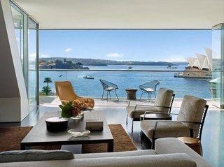 Perete din sticla in living modernist
