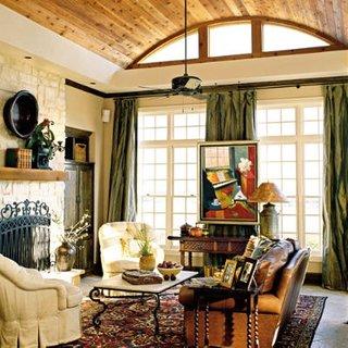 Tavan in arcada placat cu lambriu de lemn