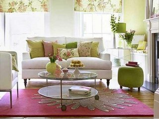 Roz si verde deschis pentru un living cu aer de primavara