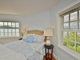 Dormitor cu pat amplasat in colt