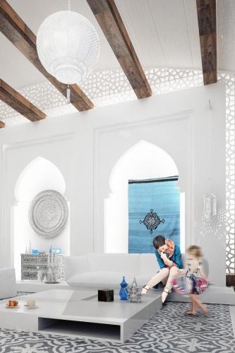 Interior cu abajururi mari si grinzi de lemn