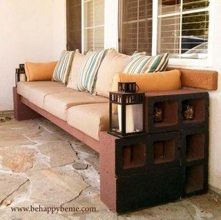 Canapea din boltari de ciment si lemn