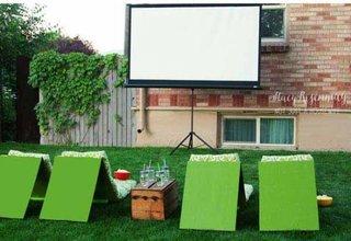 Cinema in aer liber in gradina casei