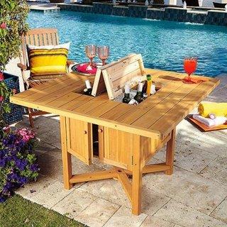 Masa de terasa confectionata din lemn cu racitor pentru bauturi
