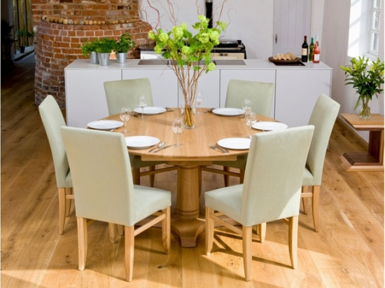 Masa rotunda de bucatarie cu scaune
