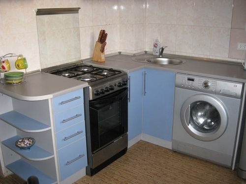 Masina de spalat rufe moderna in bucatarie