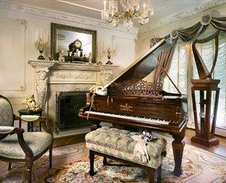 Living clasic cu decor venetian