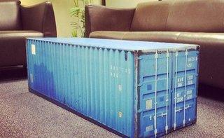 Minicontainer folosit ca si masuta de cafea in living