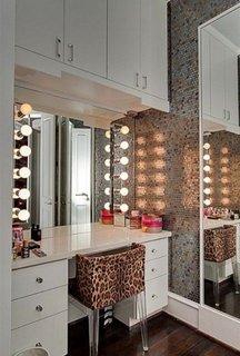 Masuta de toaleta moderna cu oglinda cu lumini