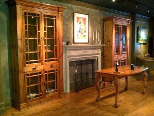 Vitrine din lemn masiv cu geam