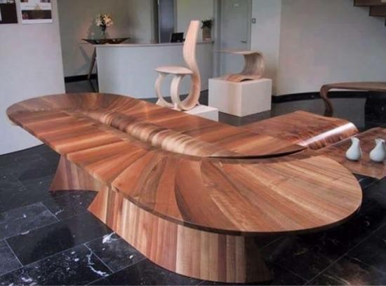Masa din lemn cu forma curbata
