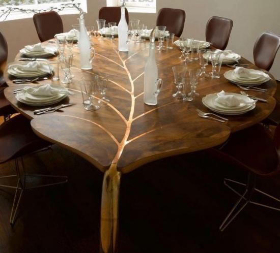 Masa din lemn in forma de frunza