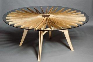 Masa rotunda din lemn si sticla