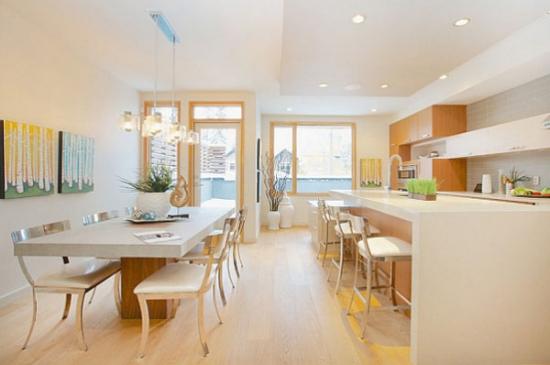 Idee pentru amenajarea unui dinning intr-o bucatarie open space