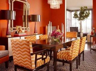 Loc pentru servit masa decorat in nuante de portocaliu
