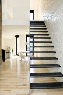 Scara interioara cu trepte din metal perforat